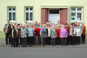Der Rositzer Seniorenclub mit dem Bürgermeister Steffen Stange