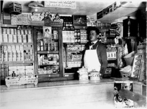 Walter Brzenskott in seinem Laden