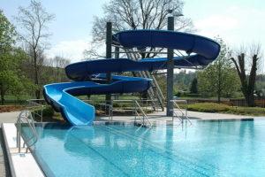 Die Wasserrutsche im Freibad Rositz