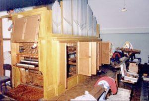 Die Orgel der katholischen Kirche während einer Inspektion