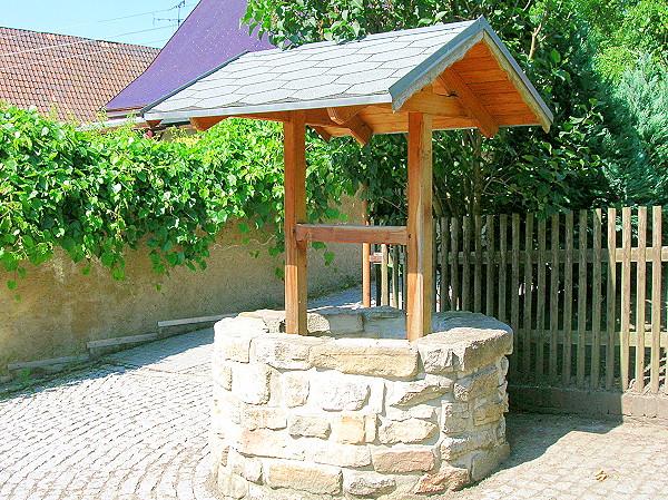 Restaurierter Brunnen in Rositz